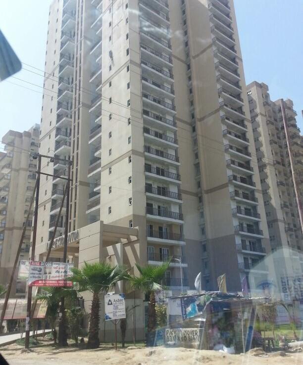 la-residentia-luxurious-apartment-noida-extension